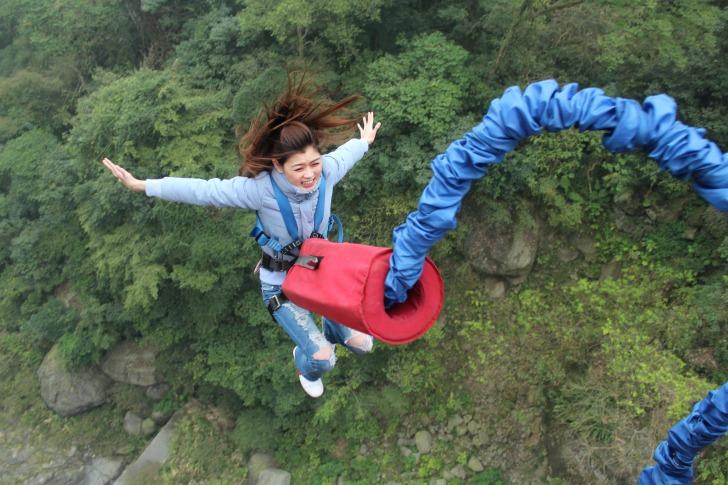Bungee jumping girl