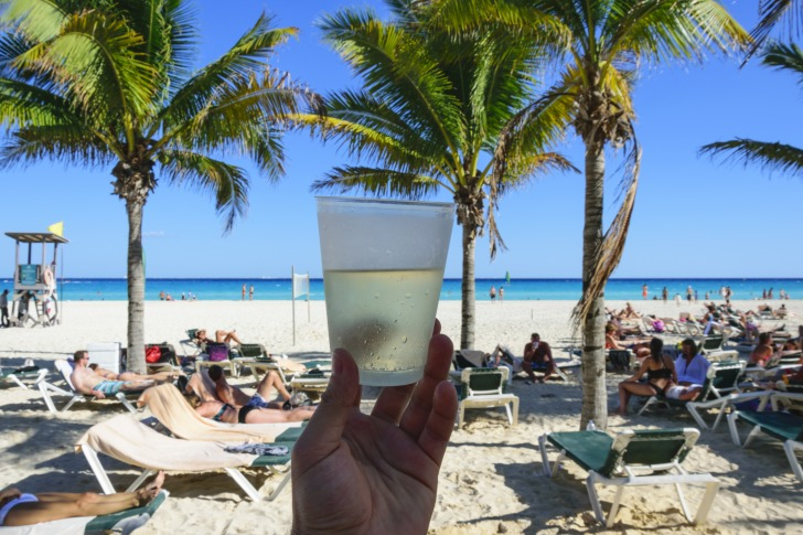 A glass of lemonade at the beach