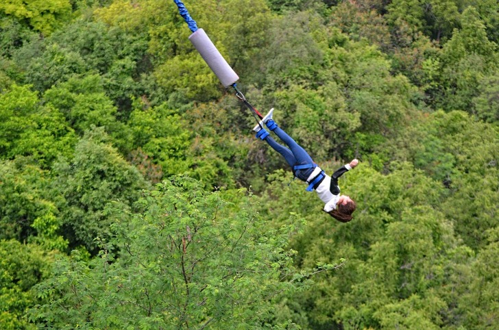 Falling on a bungee cord