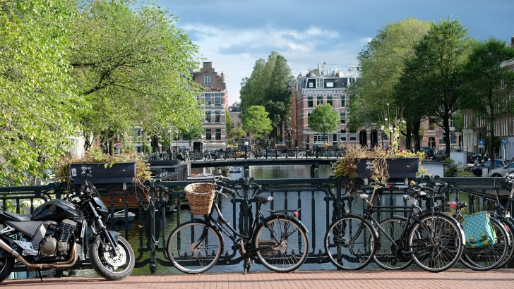 Amsterdam/ Image by Ralf Gervink from Pixabay