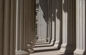 Columns Building Massachusetts/ Image by Walter Frehner from Pixabay