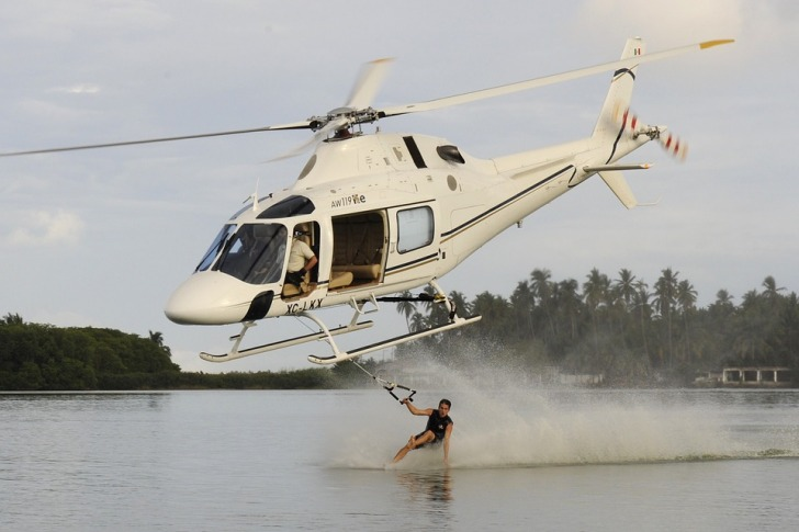 Helicopter water skiing