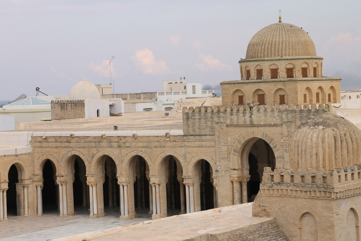 Tunis, Culture, Guide