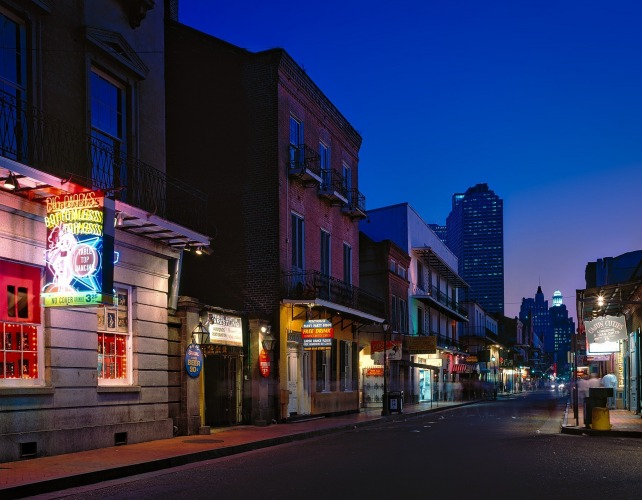 Explore New Orleans/ Image by David Mark from Pixabay