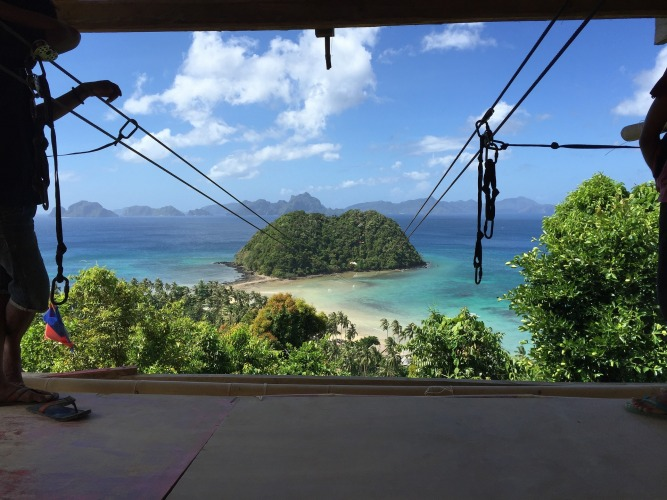 Explore El Nido/ Image by 800boost from Pixabay
