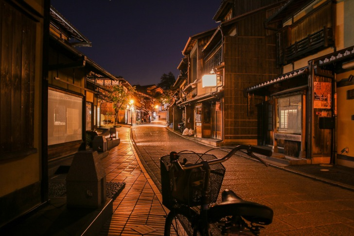 Kyoto is the best place to experience a stay in a ryokan/ Image by Hong daewoong from Pixabay